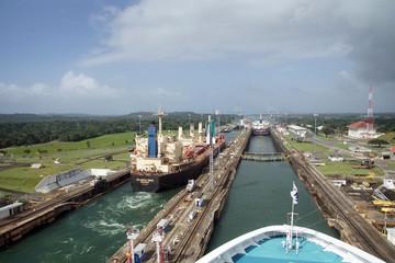 Krstarenje se kreće Panamskim kanalom