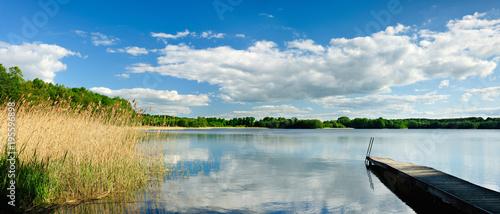 Photo  Stiller, abgelegener See, Badestelle mit Holzsteg, Mecklenburg, Deutschland