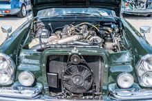 Deutscher Oldtimer Mit Offenem Motorblock