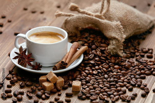 Foto op Plexiglas Cafe Cup Of Coffee And Coffee Beans On Table.