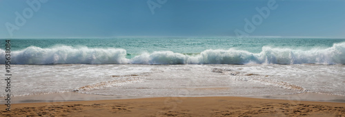Fotografia, Obraz  Wellen brechen sich an der Küste, Panoramafoto, XXL