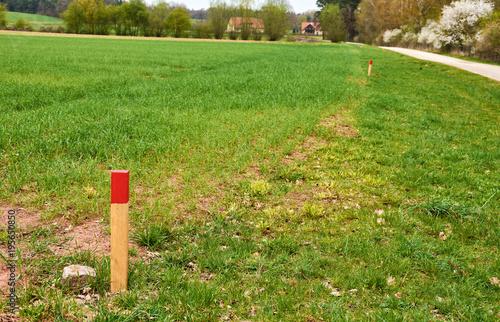 Markierter Grenzverlauf bei der Landvermessung Tableau sur Toile