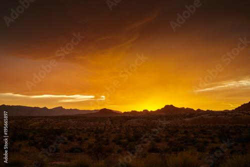 Poster de jardin Desert de sable colorful golden sunset over nevada desert