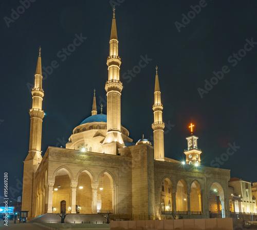 Fototapeta premium Meczet Mohammad al amin w nocy w Bejrucie, Libanie