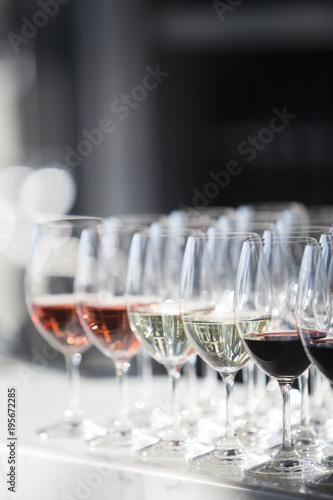Foto op Canvas Wijn Rows of Wine Glasses with Red Wine, White Wine and Rose Wine at Wedding