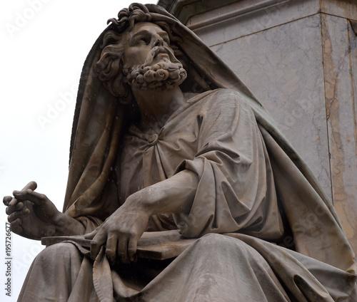Photo  Statue Jesajas am Fuße der Säule der Unbefleckten Empfängnis (Colonna dell' Imma