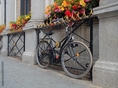 Foto op Plexiglas Bicycle and Flower Window Boxes London