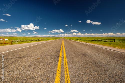 Foto op Aluminium Nachtblauw Empty open highway in Wyoming