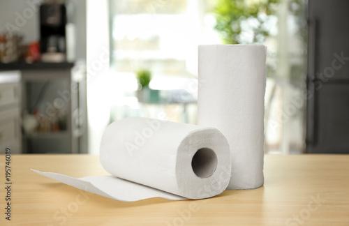 Pinturas sobre lienzo  Rolls of paper towels on table indoors