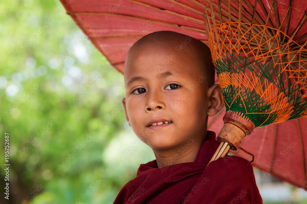 Fototapeta Face of myanmar monk with umbrella