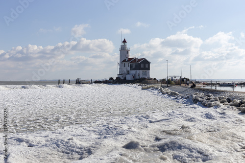 Fotobehang Paarden Lighthouse het Paard from Marken in winter
