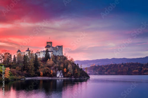 Poster de jardin Chateau Beautiful castle by the lake at pink dusk, Poland