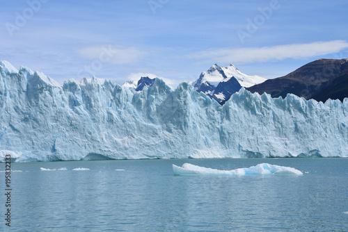 Papiers peints Arctique Perito Moreno glacier and Andes mountains, Parque Nacional Los Glaciares, UNESCO World Heritage Site, El Calafate, Argentina