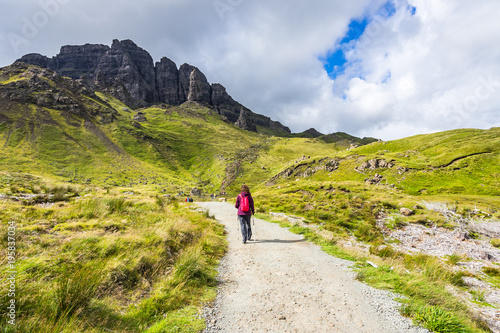Poster Nieuw Zeeland An hiker on the footpath to the famous rock Old Man of Storr, Isle of Skye, Scotland, Britain