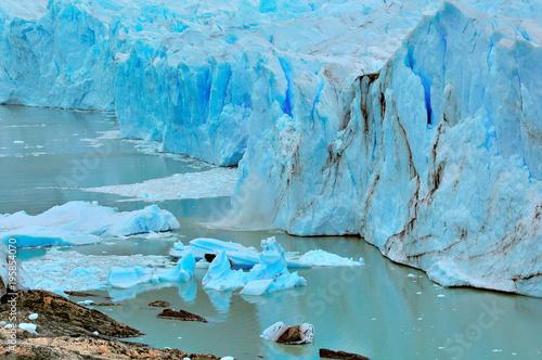 In de dag Gletsjers Edge of Perito Moreno glacier.