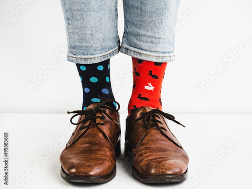 Photo  Male legs in bright, colorful socks and stylish, vintage shoes on a white background