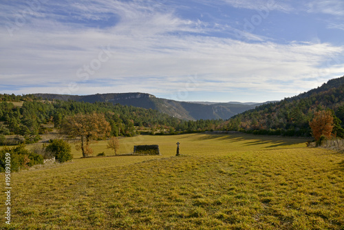 Valokuvatapetti ANTIQUE OLD STONED SHEEPFOLD  AND CROSS ON CAUSSE DE SAUVETERRE, LOZERE