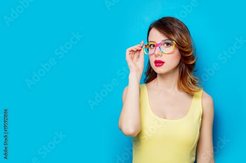 Ταπετσαρία τοιχογραφία Girl in colored glasses