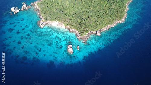 Staande foto Eiland Tropical island in sea. Similan Islands, Thailand. Aerial photo