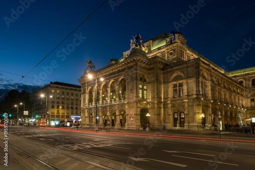Photo  Wide shot of traffic passing the Vienna Opera House