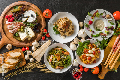 Keuken foto achterwand Klaar gerecht イタリアンホームメイドパスタ Fettuccine pasta Italian cuisine