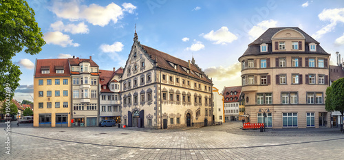 Foto  Panoramic view of old buildings on Marienplatz square on the center of Ravensbur