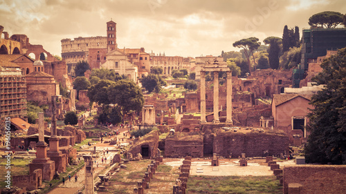 Foto op Aluminium Eiffeltoren Panoramic view of the Roman Forum in Rome, Italy