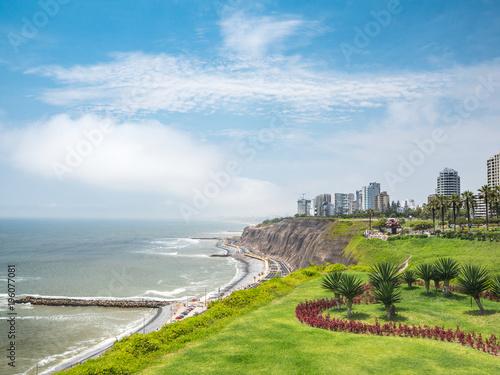 Fotobehang Zuid-Amerika land View of la Costa Verde coast in Lima