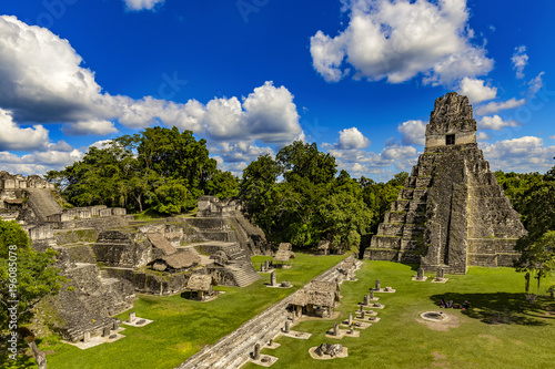 Spoed Fotobehang Centraal-Amerika Landen Guatemala. Tikal National Park (UNESCO World Heritage Site). The Grand Plaza with the North Acropolis and Temple I (Great Jaguar Temple)