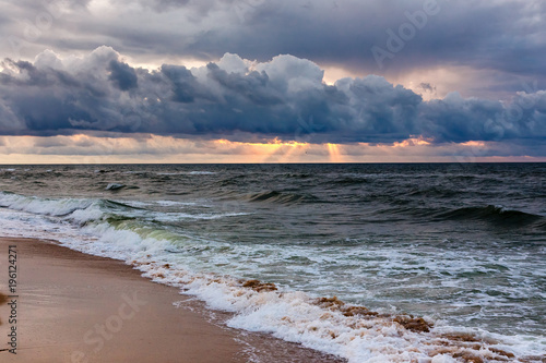 Papiers peints Morning Glory Dramatic sky on a morning seascape. Storm on sandy sea beach.