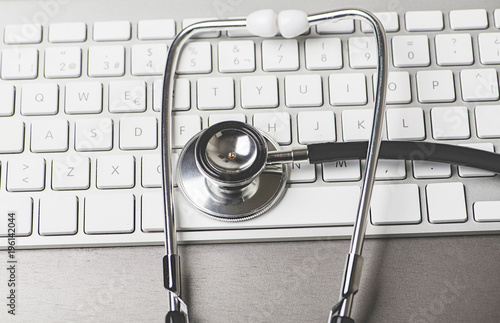 Photo Stethoscope on the keyboard of a computer