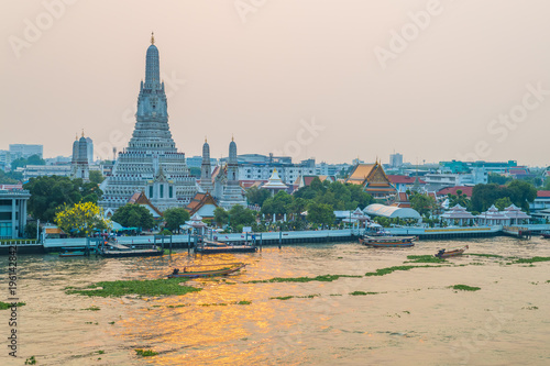 Photo  Wat Arun Ratchawararam is located on the Thonburi west bank of Chaopraya river,
