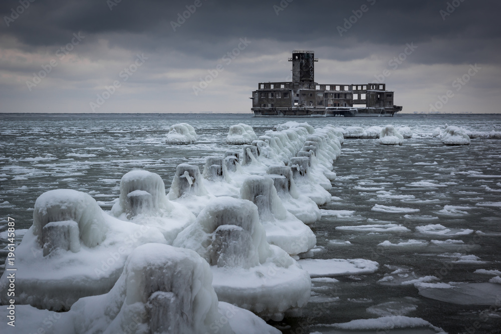 Frozen Baltic sea and ruins old military building in Babie Doly, Gdynia, Poland <span>plik: #196145887 | autor: Artur Bociarski</span>