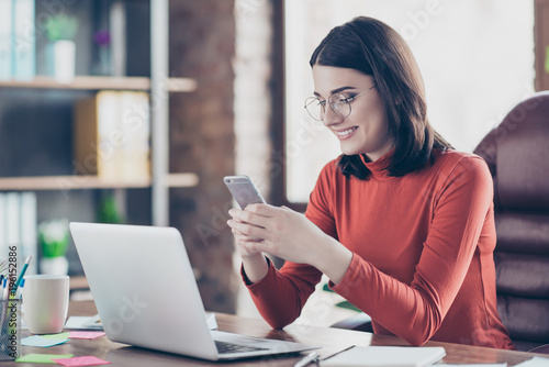 Photo  Watvideo read employee side-view careless short-haired pullover jumper people entertainment concept