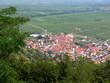 Kleines Dorf im Tal
