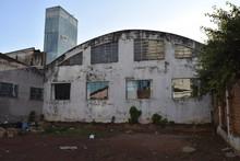 Construção Abandonada Com Co...