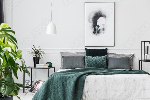 Valokuvatapetti Emerald green elegant bedroom interior