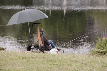 Obraz na płótnie Canvas Fishing in the river Meuse