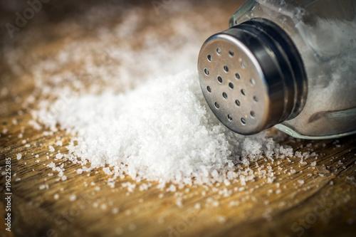 Foto Salt on wooden background
