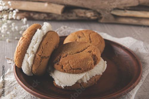 Zdjęcie XXL domowe ciasteczka kruche z kanapkami lodowymi