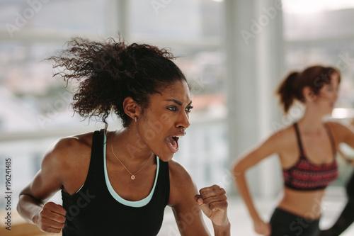 Fotografía  Intense fitness training in gym