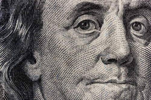 Pinturas sobre lienzo  Closeup of Ben Franklin on a one hundred dollar bill for background IV
