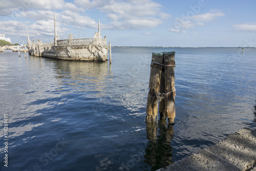 Photo rotting piers in Biscayne Bay at Vizcaya Museum, Miami Florida