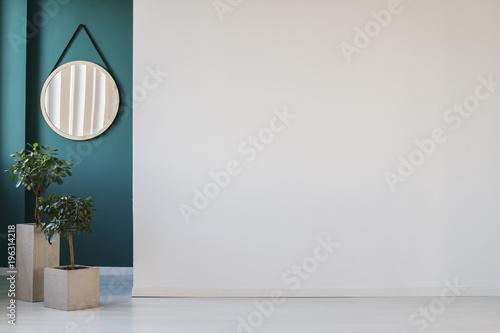 Obraz Empty wall in corridor - fototapety do salonu