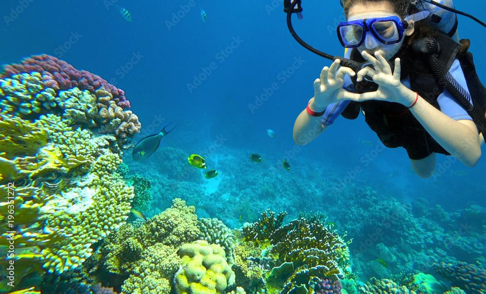 Fototapeta girl diver