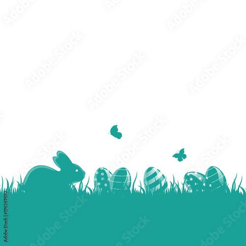 Fototapeta Pusta kartka wielkanocna z pisankami, króliczkiem i motylami na turkusowym tle obraz