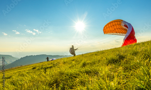 Spoed Fotobehang Luchtsport Paraglider on the ground