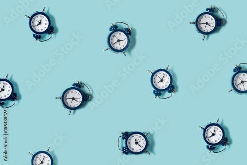 Fotografía  Flat lay retro beautiful new alarm clock on blue color background