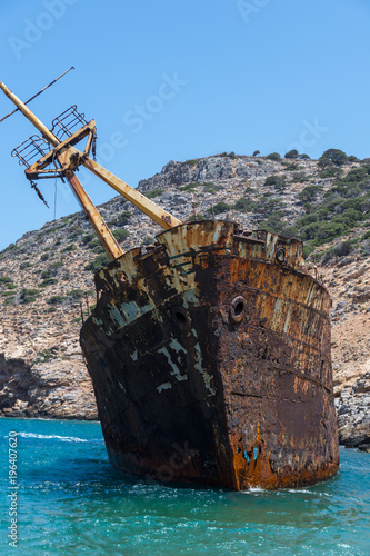 Photo The rusty shipwreck of the Amorgos from a closer view