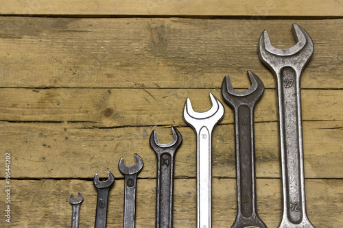 Obraz Set of wrenches on a wooden workbench - fototapety do salonu